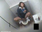 Japanese schoolgirl masturbating in toilet (Captured on phone)